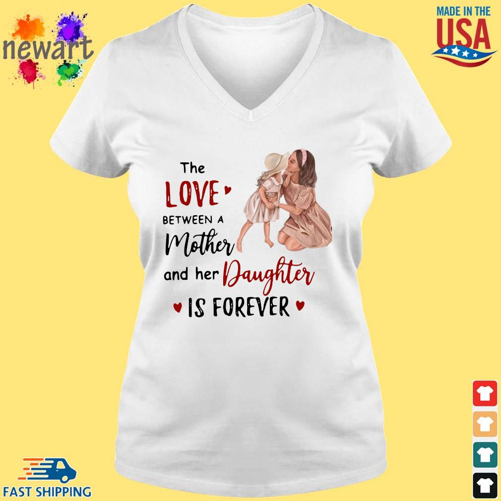 The Love Between A Mother And Her Daughter Is Forever Shirt vneck trang
