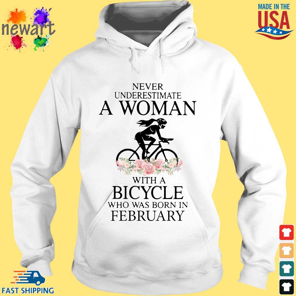 Never Underestimate A Woman With A Bicycle Who Was Born In February Shirt hoodie trang