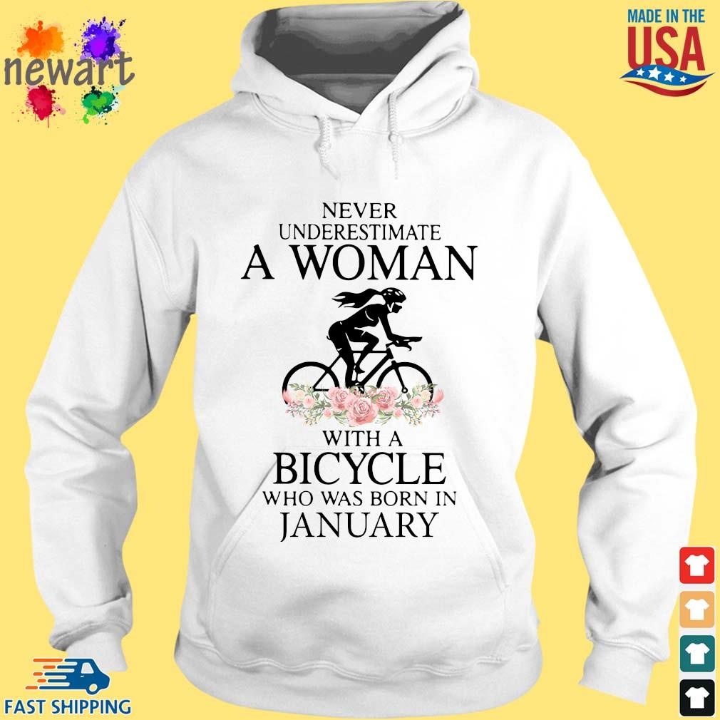 Never Underestimate A Woman With A Bicycle Who Was Born In January Shirt hoodie trang