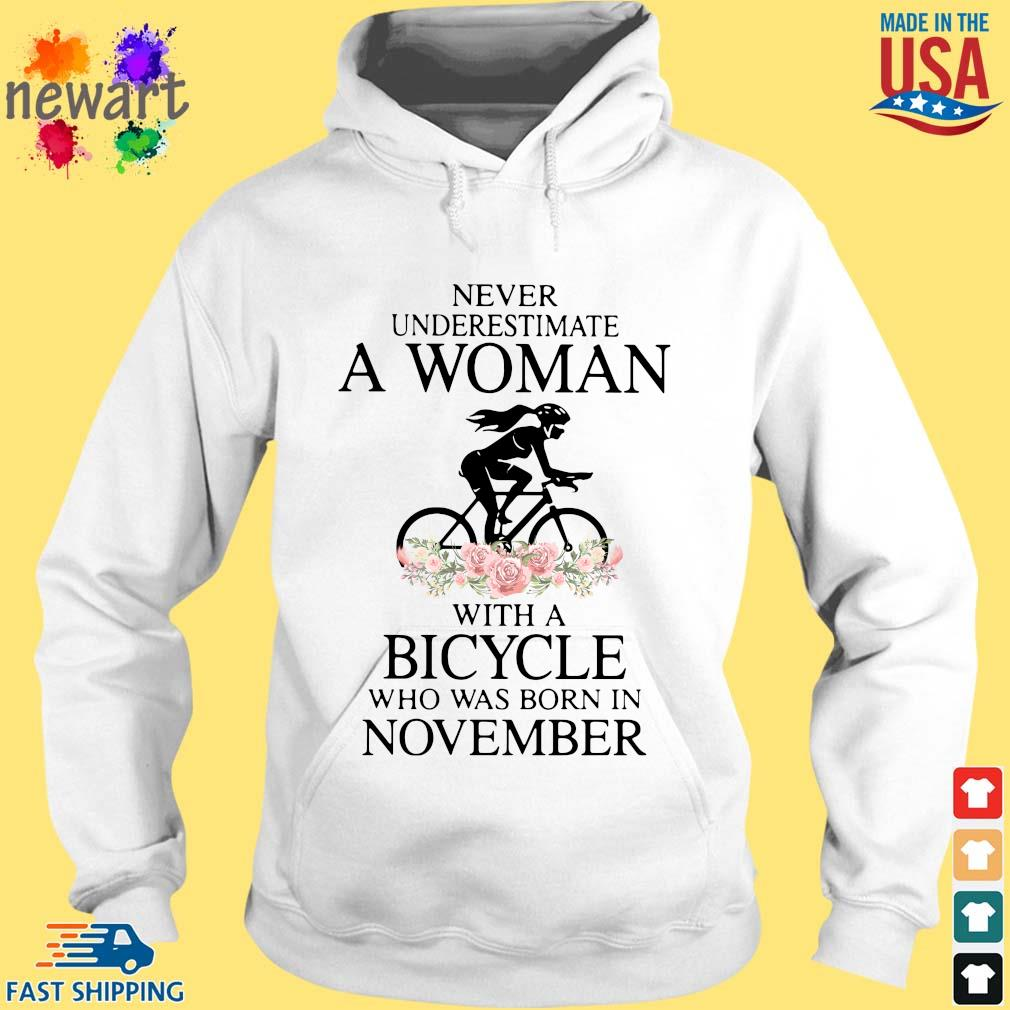 Never Underestimate A Woman With A Bicycle Who Was Born In November Shirt hoodie trang